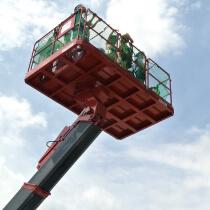 建設産業を身近に!「子ども霞が関見学デー」開催|重機の操作・試乗、職人と一緒に過ごすものづくり体験イベント